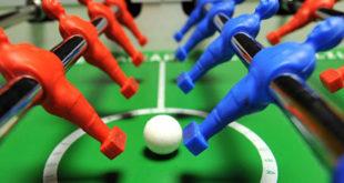 Torneo benefico di calcio balilla umano