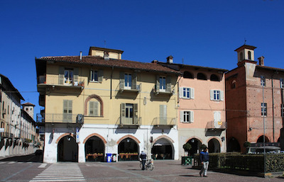 Carmagnola piazza Sant'Agostino aria pulita