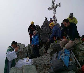 don Manella messa in cima al Monviso