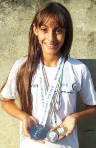 nuoto pinnato Valentina Crivello e i suoi trofei ph. Il Carmagnolese