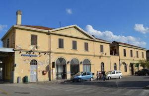 Stazione ferroviaria di Carmagnola ph. WikiPedia