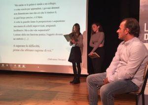 Striano durante l'incontro con gli studenti del Baldessano Roccati ph. Il Carmagnolese
