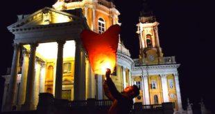 Lanterne volanti e desideri per un rito benefico