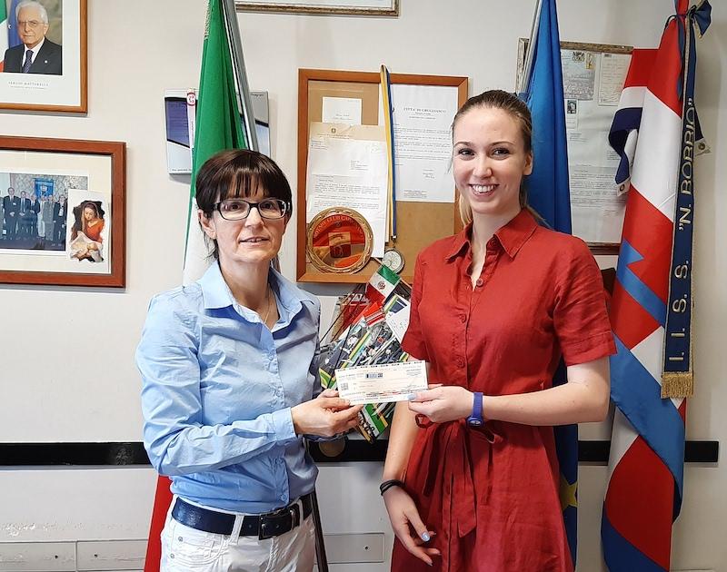 Miriam Rosso con la vice preside Prof.ssa Rossana Beux studentesse premiate