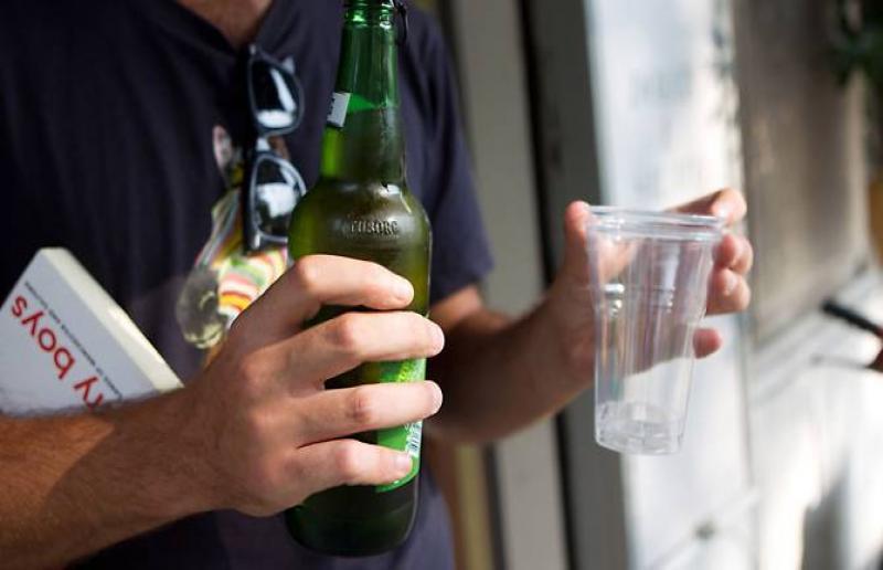 divieto bevande in vetro