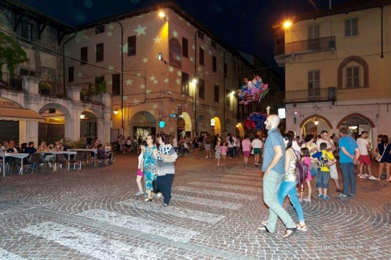 bimbi in piazza