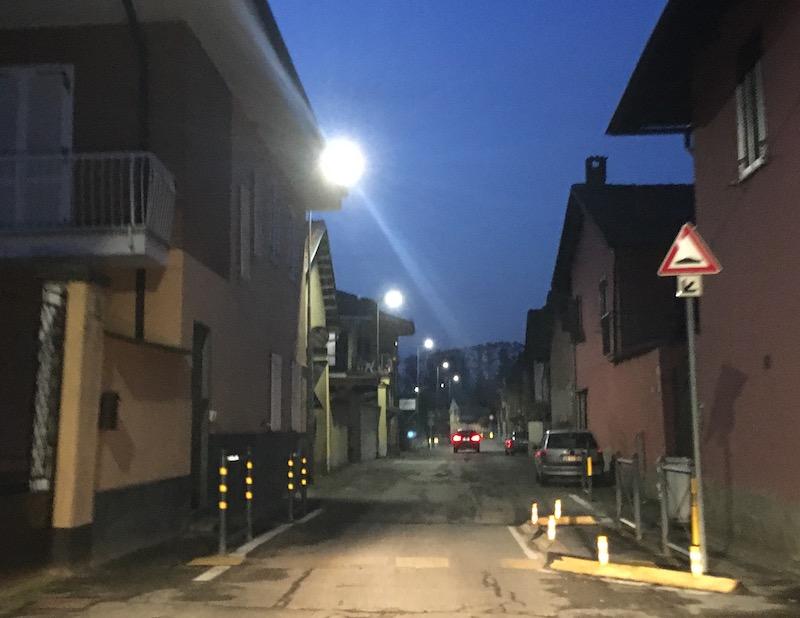 I restringimenti di carreggiata per ridurre la velocità delle auto in transito a San Michele e San Grato di Carmagnola