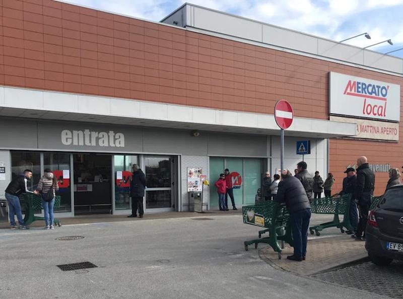 coronavirus supermercato decreto (foto Riccardo Gandiglio - Il Carmagnolese)